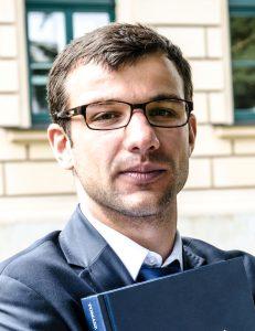 dr Tomasz Jedynak
